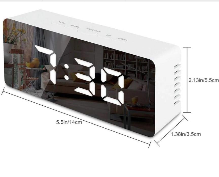 Электронный зеркальный будильник с ЖК-дисплеем.